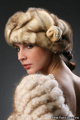 Меховые аксессуары, меховые шапки, головные уборы из меха, конечно же...